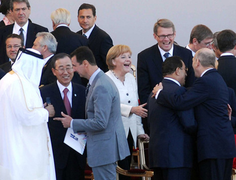 Mubarak gets a hug from the Israeli prime minister, while Syria's Assad turns his back